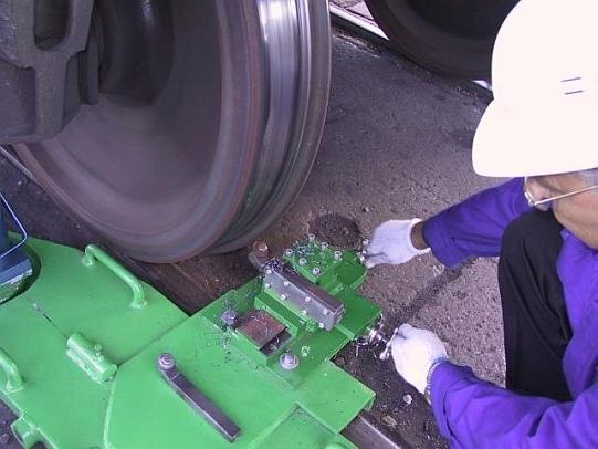 Мобильный колесотокарный станок 1АК200 для обточки колесных пар железнодорожных вагонов без выкатки